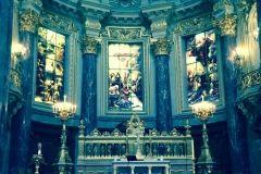 ołtarz w ewangelickiej katedrze w Berlinie